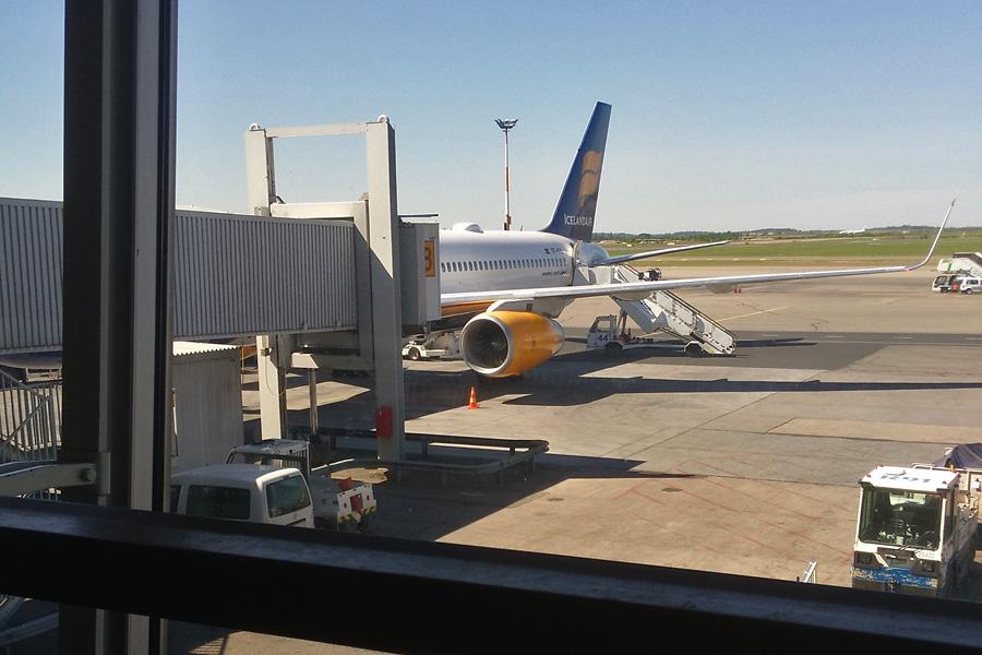 Исландия подготовка. Сломавшийся самолет Iceland Air