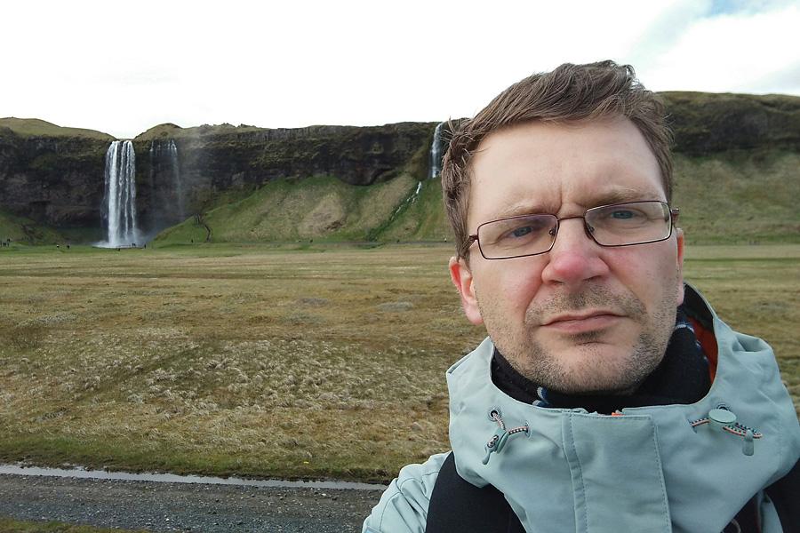 Исландия подготовка. Селфи в куртке на фоне Сельяландсфосса