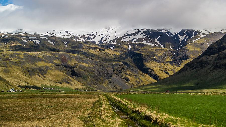 Исландия день второй. Вид с дороги на горы 9769