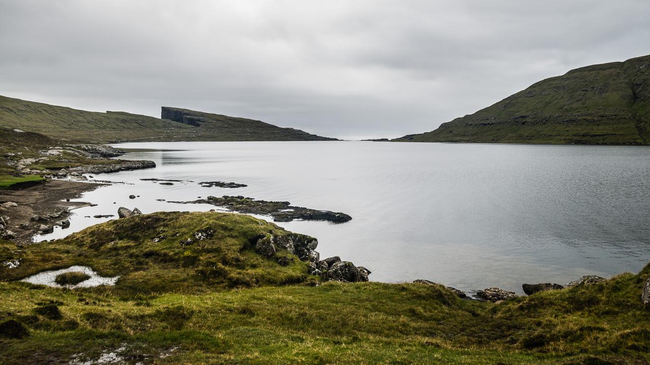 Фареры, день 1 0821|Озеро Сорвагсватн и вид на скалу Треланипа