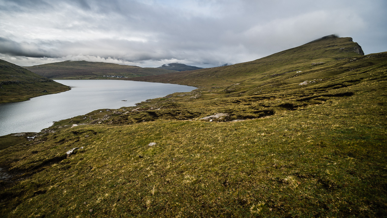 Фареры, день 1 0865|Вид на Сорвагсватн на подъеме к скале Треланипа
