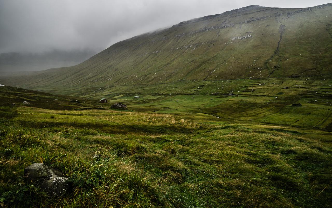 Фареры, день 2 0969|Одинокий овечий домик среди холмов