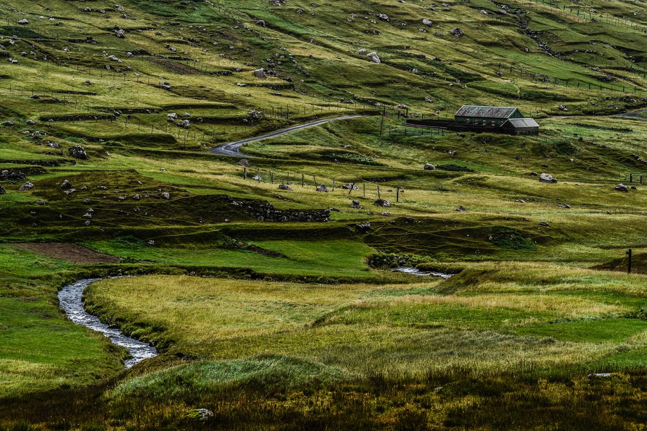 Фареры, день 2 0975|Одинокий овечий домик среди холмов