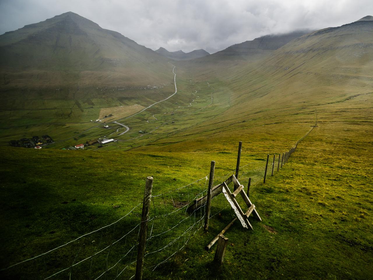Фареры, день 2 1040|Лестница через забор от овец