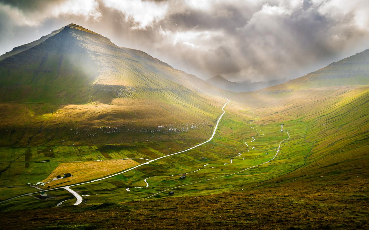 Фареры, день 2 1060|Долина Гьова под лучами солнца