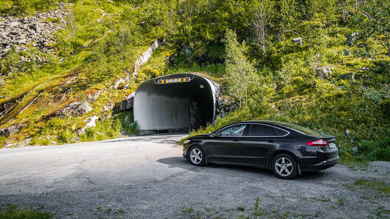 Лофотены, дорога 4541|Наш Мондео около одного из туннелей на Сенье