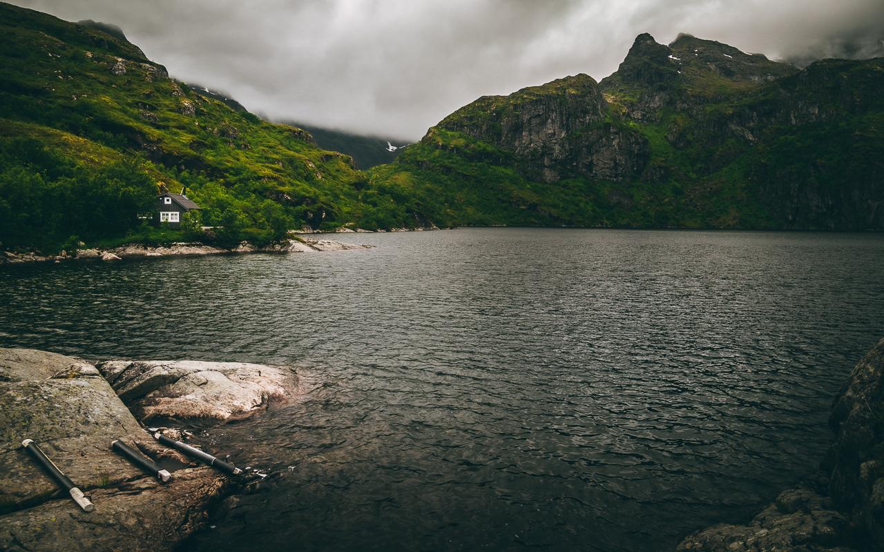 Лофотены, хайк на Тиндстинден 3431|Нижнее из каскада горных озер