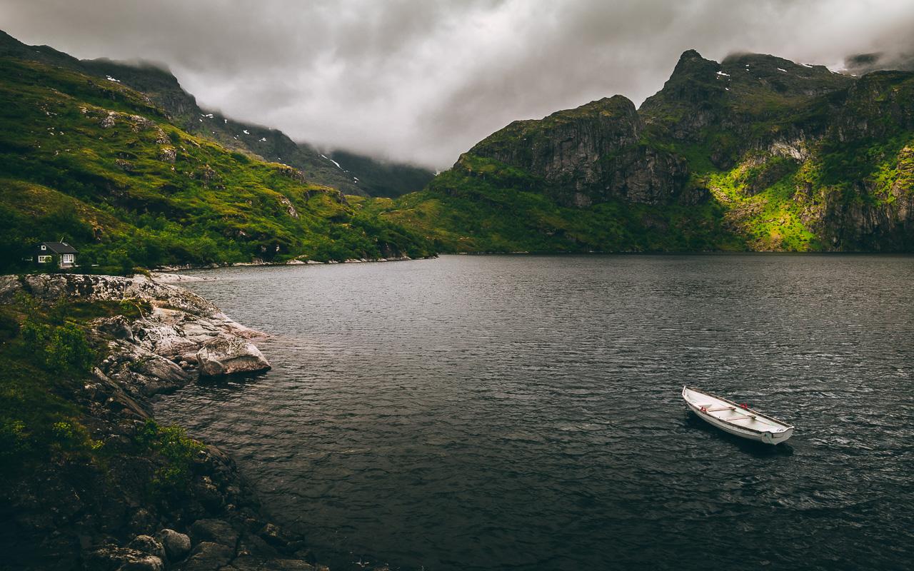 Лофотены, хайк на Тиндстинден 3438|Нижнее из каскада горных озер