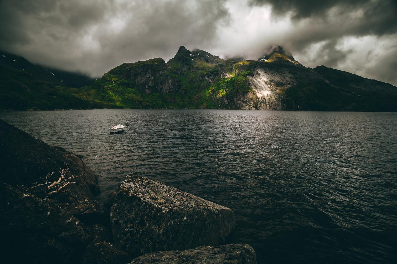 Лофотены, хайк на Тиндстинден 3442|Нижнее из каскада горных озер