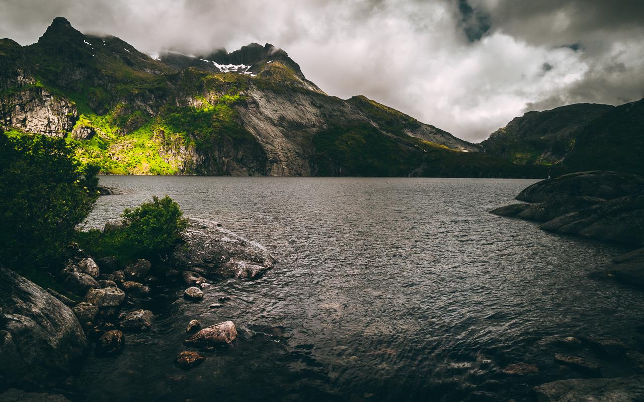 Лофотены, хайк на Тиндстинден 3446|Нижнее из каскада горных озер