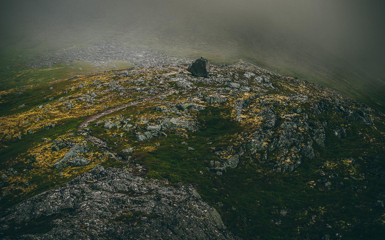 Лофотены, Нуббен и Нюсфьорд 3616|Вид с Нуббена на дорогу в горы